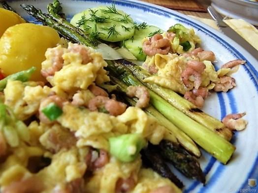Rührei mit Krabben, Grüner Spargel und Tomaten (3)