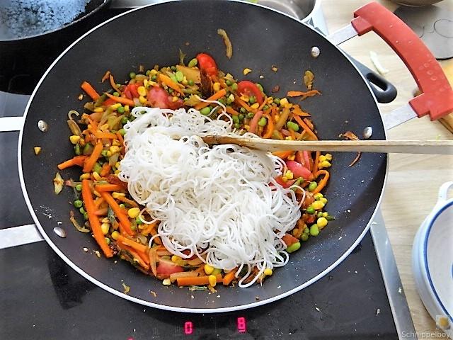 Wokgemüse mit Reisnudeln (18)