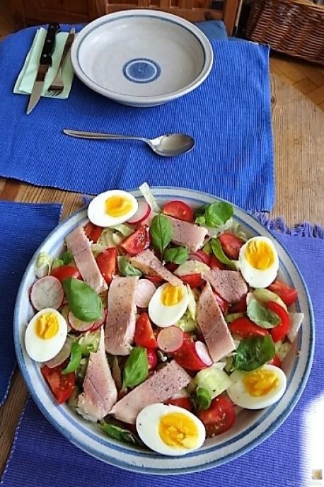 Bunter Salat mit Salat und Eiern (4)