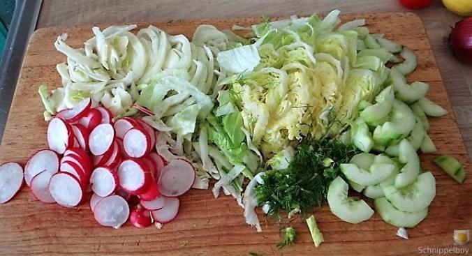 Bunter Salat mit Salat und Eiern (8)