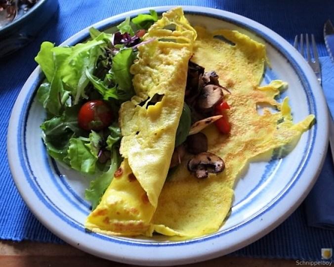 Eierpfannkuchen mit Pilz-Gemüse Füllung und Pflücksalat (1)
