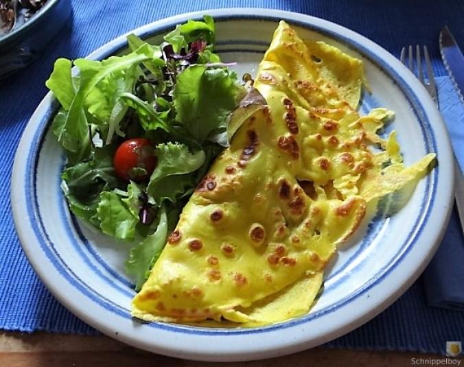 Eierpfannkuchen mit Pilz-Gemüse Füllung und Pflücksalat (2)
