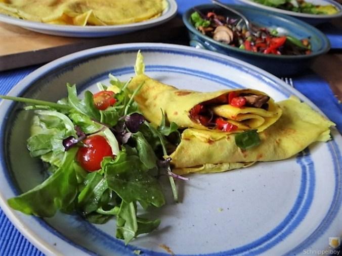 Eierpfannkuchen mit Pilz-Gemüse Füllung und Pflücksalat (29)