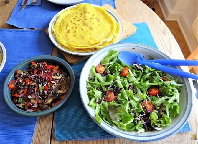 Eierpfannkuchen mit Pilz-Gemüse Füllung und Pflücksalat (4)