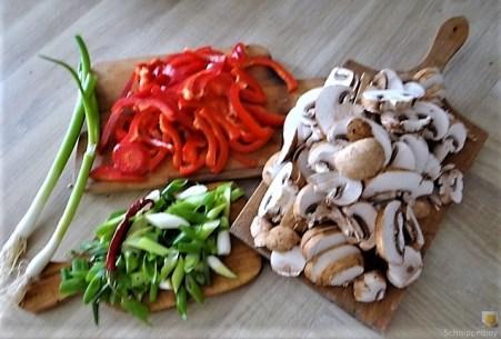 Eierpfannkuchen mit Pilz-Gemüse Füllung und Pflücksalat (7)