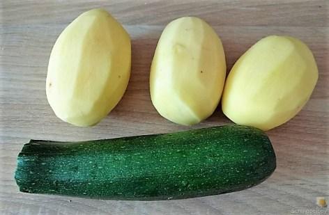 Kartoffelröllchen in Tomatensauce (14)