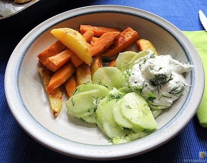 Kartoffelspalten, Meerrettichquark und Gurkensalat (1)