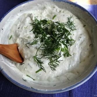 Kartoffelspalten, Meerrettichquark und Gurkensalat (14)