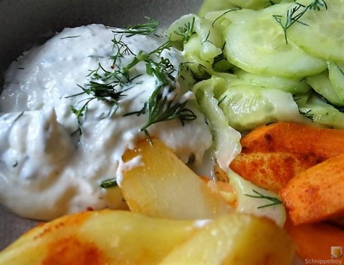 Kartoffelspalten, Meerrettichquark und Gurkensalat (4)