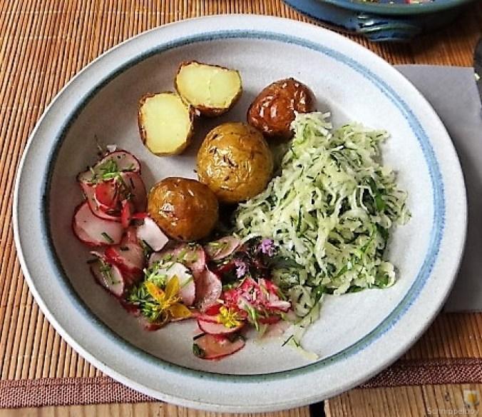 Ofenkartoffel mit Kohlrabi und Radieschensalat (3)