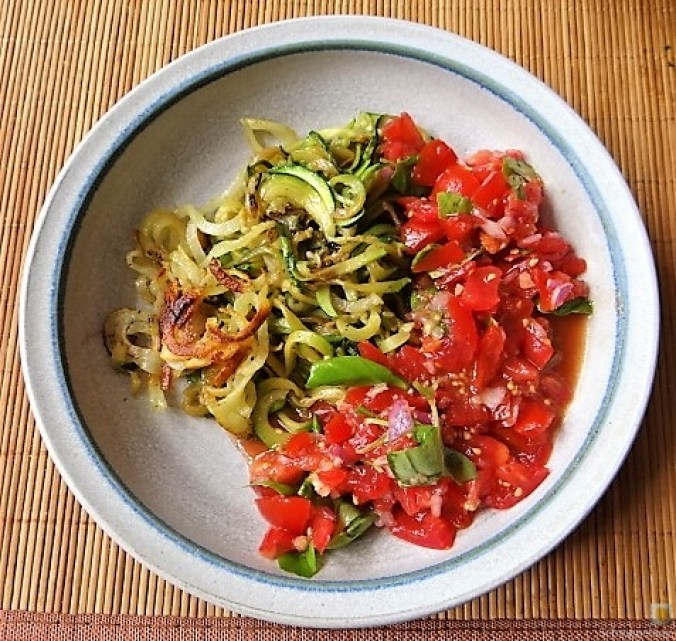 Zucchini-Kartoffel Zoodles mit Tomaten (4)