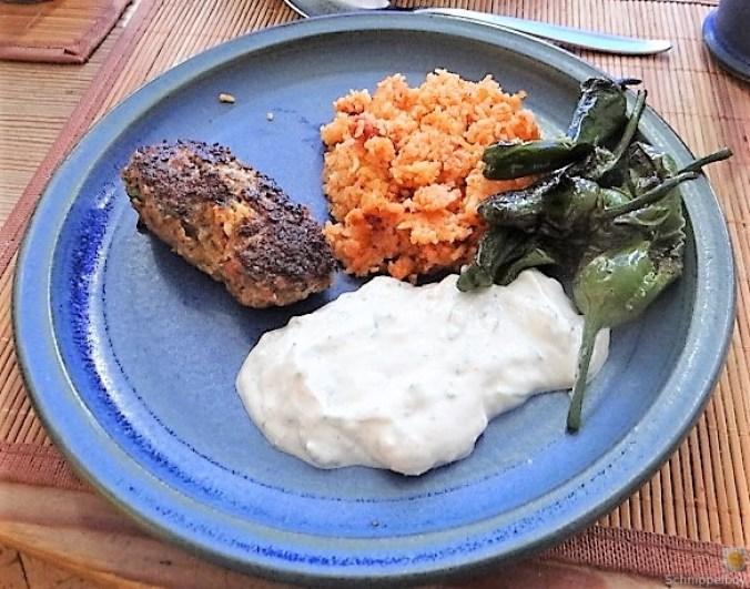 Bifteki mit Pimientos und Reis (1)