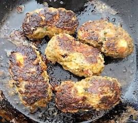 Bifteki mit Pimientos und Reis (15)