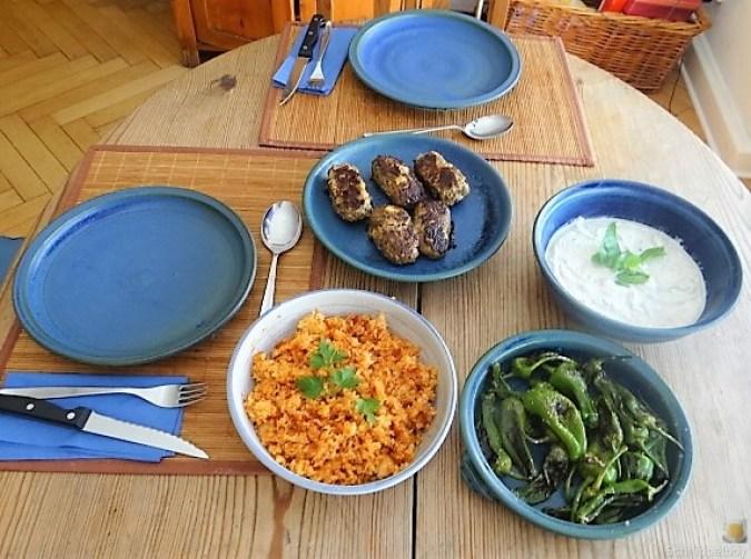 Bifteki mit Pimientos und Reis (21)