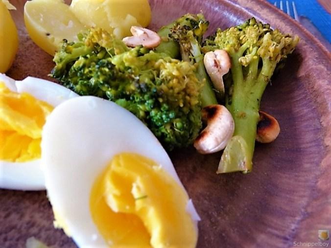 Brokkoli mit Chilli und Cashewkernen (5)