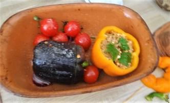 Gefüllte Paprika mit Tomatensauce und Reis (15)