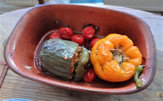 Gefüllte Paprika mit Tomatensauce und Reis (16)