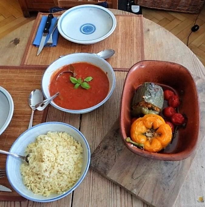 Gefüllte Paprika mit Tomatensauce und Reis (5)