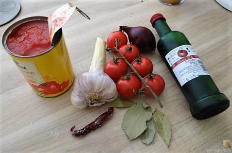 Gefüllte Paprika mit Tomatensauce und Reis (7)
