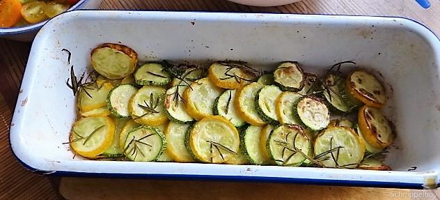 Ofen Zucchini mit Guacamole und Kloßscheiben vom Vortag (12)