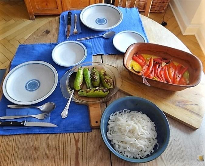 Spitzpaprika in Kokosmilch mit Minizucchini und Reisnudeln (5)