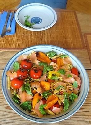 Nudel-Gemüse Pfanne mit geräuchertem Lachs (20)