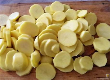 Bouillonkartoffeln, Frikalellen, Salat (10)
