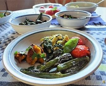 Gemüse, Rührei, aufgebackene Kürbisküchlein (18)