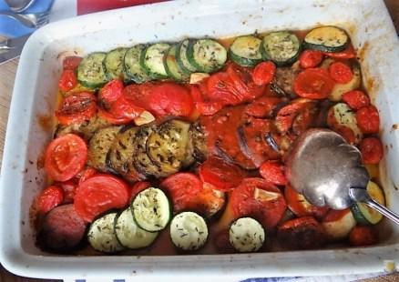 Ratatouille , Kartoffelspalten,Obstsalat,Kürbiskern Pesto (Brotaufstrich) (1)