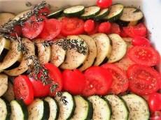 Ratatouille , Kartoffelspalten,Obstsalat,Kürbiskern Pesto (Brotaufstrich) (10)