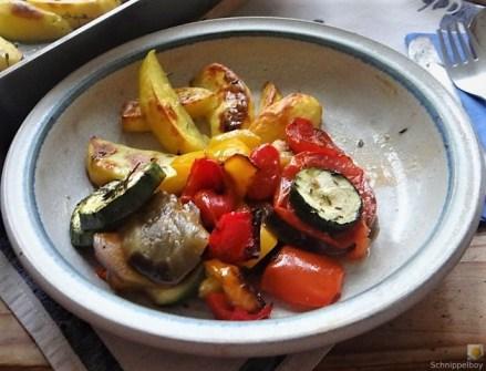 Ratatouille , Kartoffelspalten,Obstsalat,Kürbiskern Pesto (Brotaufstrich) (16)