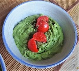 Leanders Nussbraten mit Guacamole und Feldsalat (23)