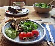 Leanders Nussbraten mit Guacamole und Feldsalat (27)