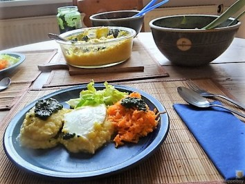 Steckrüben-Kartoffel Stampf mit versunkenen Eiern (29)