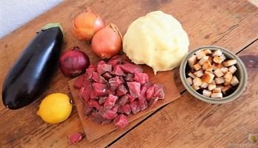 Gulasch mit Klößen und Auberginensalat (9)