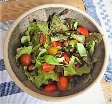 Cevapcici im Pfannkuchen, Tzatziki und Salat (17)