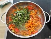 Gemüse-Portulakpfanne mit Joghurtdip (11)