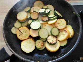 Zucchinipfanne und Hähnchenbrust (13)