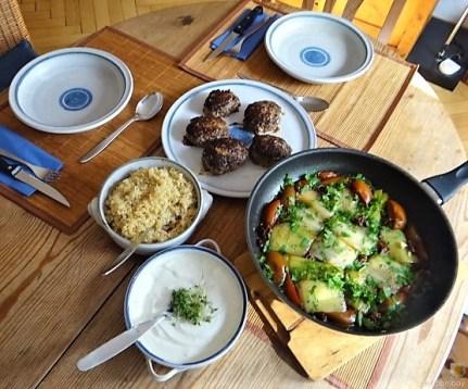 Köfte, Lauch in Olivenöl und Bulgur (22)