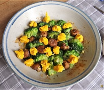 Brokkoli, Champignon, Kürbishumus und ein Apfelkuchen (17)