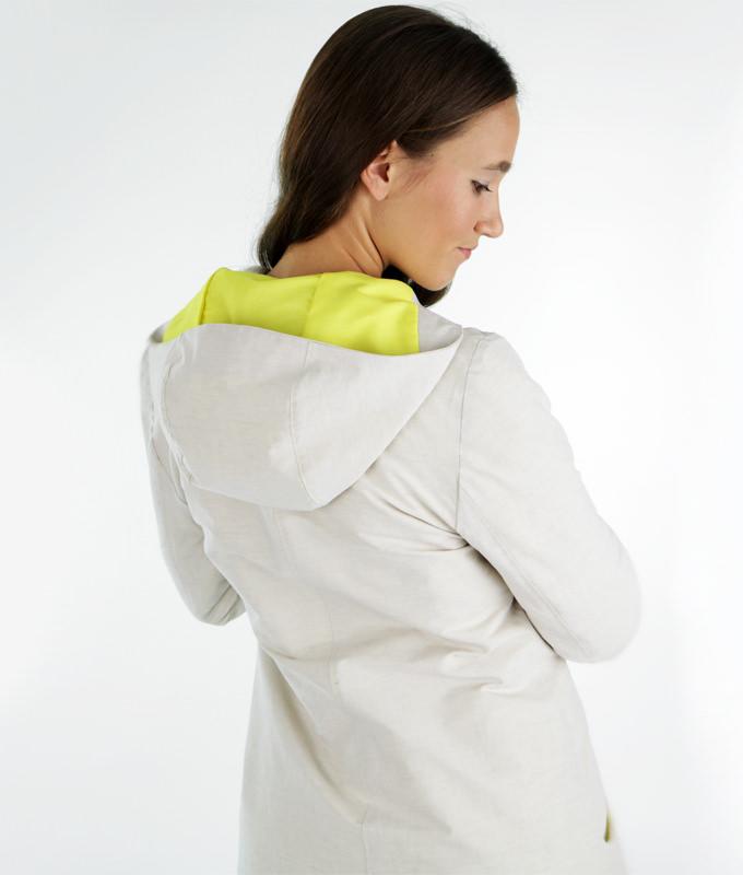 Schnittmuster für einen schmal geschnittenen Kapuzenmantel mit Taschen.