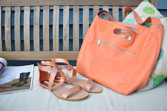 Große Tasche von Bree mit passenden Schuhen von guess