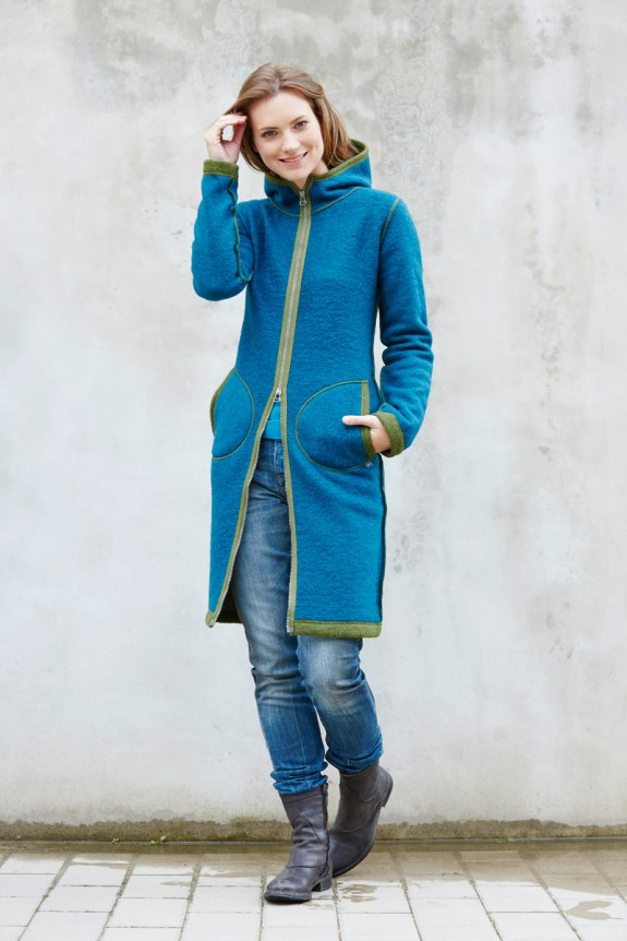 Den sportlichen Mantel aus Strickfilz könnt ihr auch passend für Euch nähen lassen..