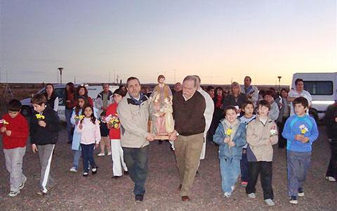 9b0528arg-estatua-sagrada-familia-rawson10