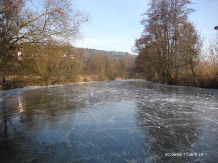 Zugefrorene Jagst 2017