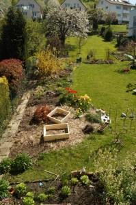 Die kleinen Beete sollen die Anbaufläche an Gemüse vergrößern im Hausgarten.Die kleinen Beete sollen die Anbaufläche an Gemüse vergrößern im Hausgarten.