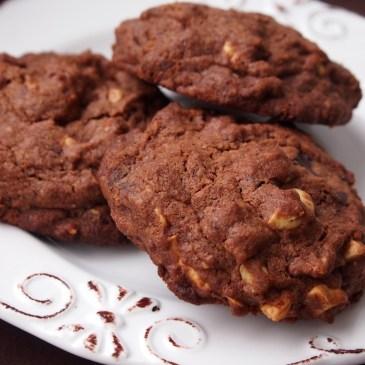 Komm auf die dunkle Seite… ich hab' Schoko-Cookies mit Cashewkernen!