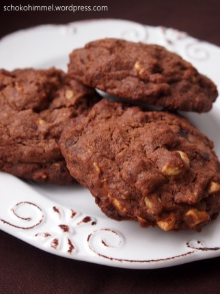 Ein Teller voller Schoko-Cookies