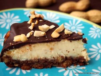 Cremig, nussig-crunchy, schokoladig: Erdnusscreme-Cheesecake