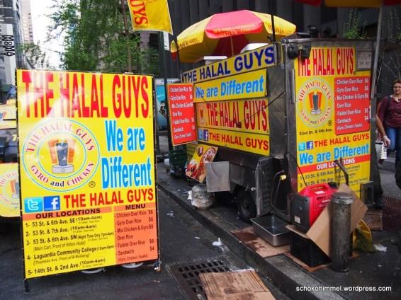 Streetfood von den Halal Guys (dahinter ist die megalange Anstellschlange)